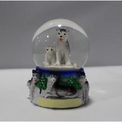 Bola de nieve con dos lobos...